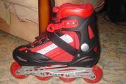 НОВЫЕ роликовые коньки черно-красного цвета, на шнурках